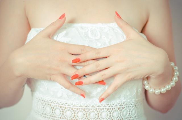 花嫁のネイルが注目されるシーン別、美しい手の形をマスター! | 家族 ...