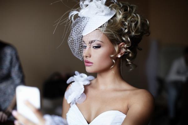 結婚式の髪飾りに迷ったら?クラシカルな「ボンネ」もありかも! (Unicode エンコードの競合)