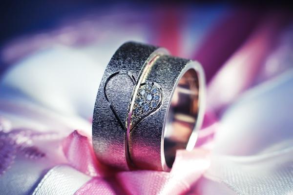 結婚指輪にもトレンドってあるの?今年人気のデザインまとめ (Unicode エンコードの競合)