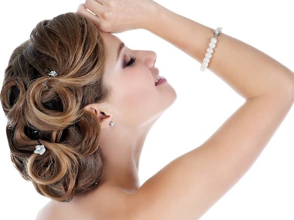 大人かわいい花嫁を目指せ!結婚式で輝ける髪型7選 (Unicode エンコードの競合)