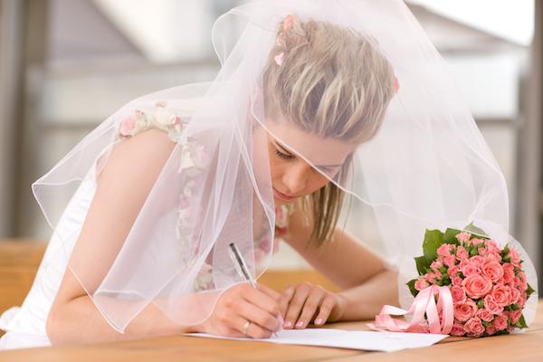 役所で受理OK!無料でもゲットできる話題の「デザイン婚姻届」 (Unicode エンコードの競合)