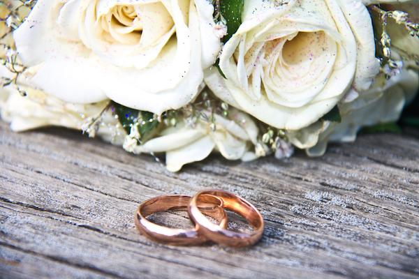 長く使える物がオススメ!結婚指輪は素材にもこだわってみよう (Unicode エンコードの競合)