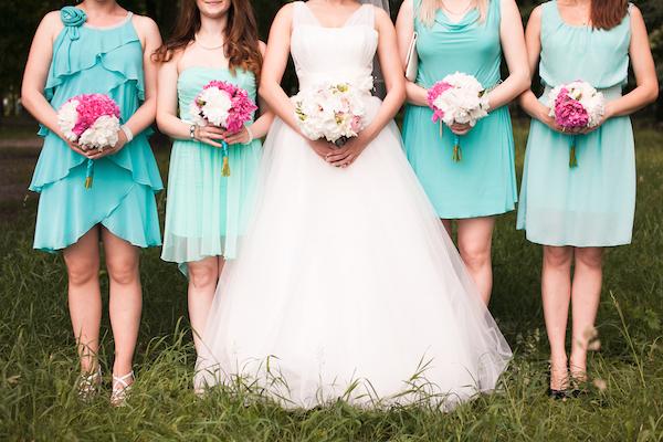 ブライズメイドで結婚式を華やかにしたい!誰にどんな演出を頼む? (Unicode エンコードの競合)