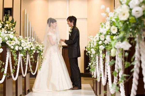 学士会館のチャペルでクラシカルな家族婚が叶う!