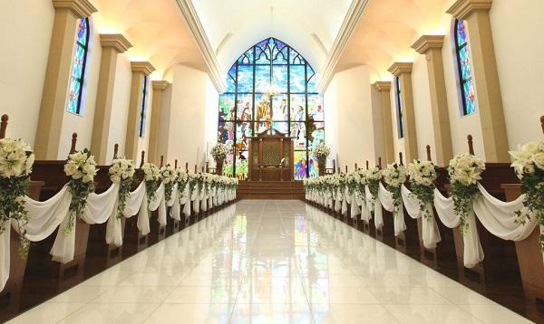 圧巻のステンドグラス!聖ヨハネ仙台ゆりが丘教会で叶える家族婚