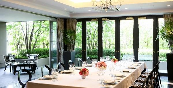 四季の移り変わりを眺められる「大宮璃宮 四季庭」で挙げるお食事会結婚式