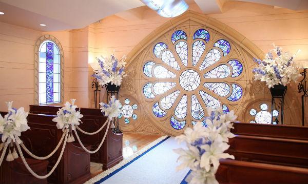 家族婚&TOMODACHIウェディングパーティは「セントアクアチャペル東京」!