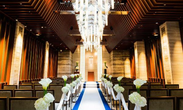 家族婚はデザイナーズチャペルの「セントアクアチャペル品川」で!