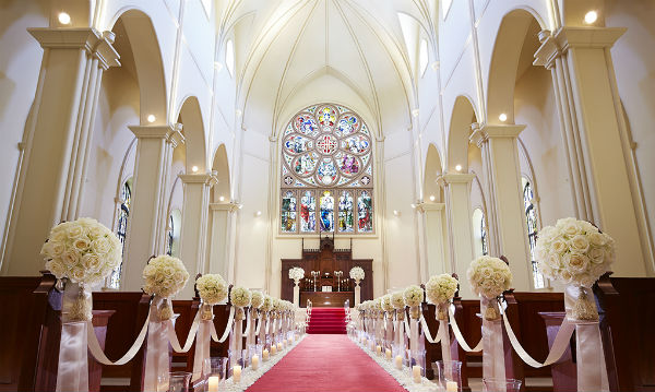 独立型大聖堂の「セントアクアチャペル大宮シャトー」で家族挙式!