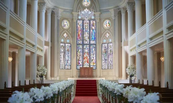 京都で家族婚をするなら、大聖堂「セントアクアチャペル京都」で