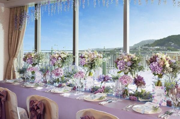 「呉阪急ホテル」の独立型ガーデンチャペルで、家族挙式