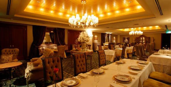 ホテルのレストランで最高のお食事会結婚式が叶う!