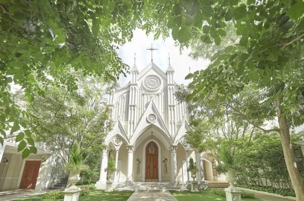 ゴシック様式の大聖堂で叶える家族婚「セントアクアチャペル京都」