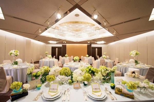 「ANAクラウンプラザホテル神戸」の白亜のチャペルで家族挙式を