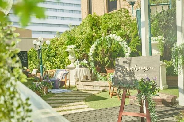貸切ガーデン付きチャペルで挙げる家族婚「セントアクアチャペル梅田」