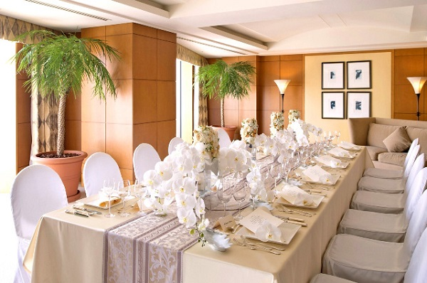 木の温もりに包まれるチャペルでの家族婚「横浜ベイホテル東急」