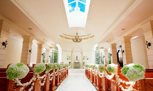 温かで神聖な「セントアクアチャペル星ヶ丘」で少人数の結婚式を!
