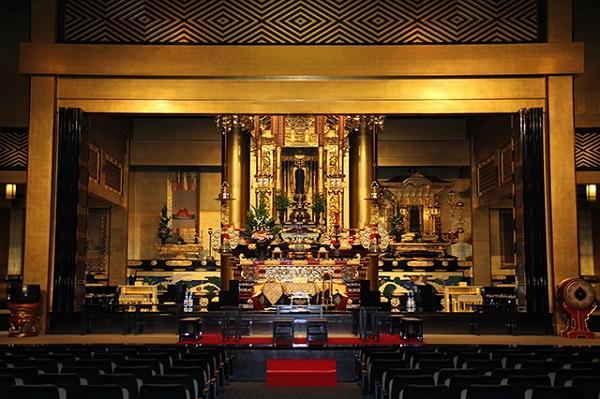 仏様を前に執りおこなう、格式ある「北御堂」の仏前式