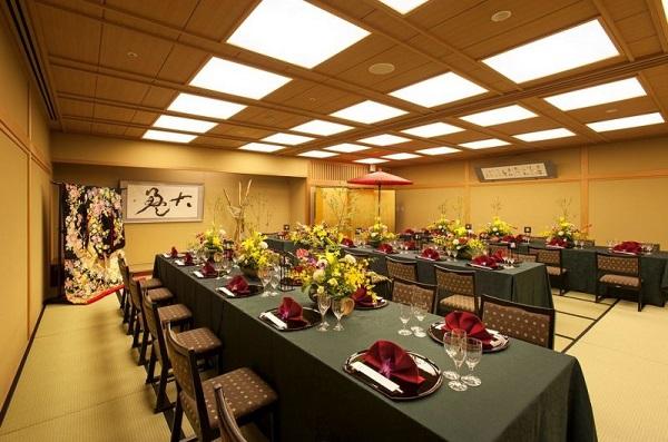 ホテル内の独立型チャペルで、少人数の家族婚「ホテルプラザ勝川」