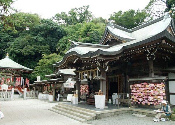 横浜&江ノ島で神社婚ができる会場2選!挙式後のパーティー会場も紹介
