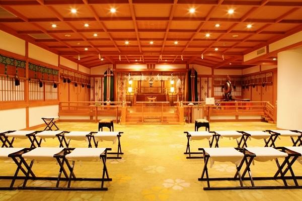 季節を感じる「伊勢山皇大神宮」で、古式ゆかしい神社婚を!