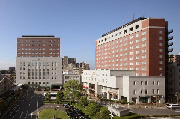「ホテル ボストンプラザ草津」の開放的な純白のチャペルで、家族挙式が叶う