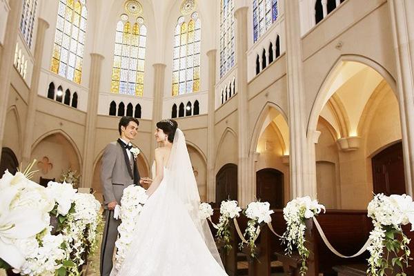 クラシカルな大聖堂を構えるハイグレードなチャペル、ホテル日航福岡