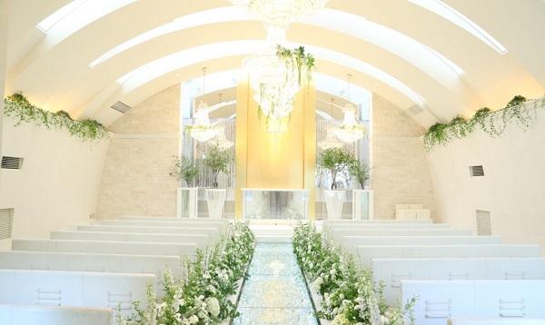 クリスタルが輝く「ザ・グローオリエンタル名古屋」で、少人数のチャペル婚