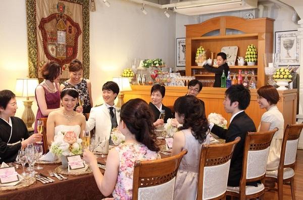 東京駅から好アクセスの「セントアクアチャペル東京」でお食事会