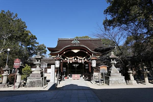 皇室とも深い関わりのある、由緒正しき藤森神社で家族婚を