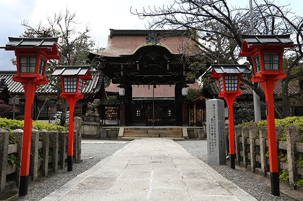「源氏三神社」のひとつ六孫王神社で過ごす、清らかなひととき