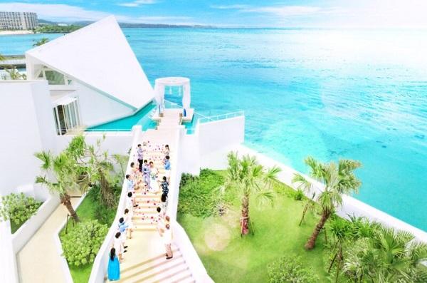 オーシャンフロントの開放的なチャペル「セントアクアチャペル沖縄」