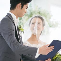 結婚証明書。撮影でサイン